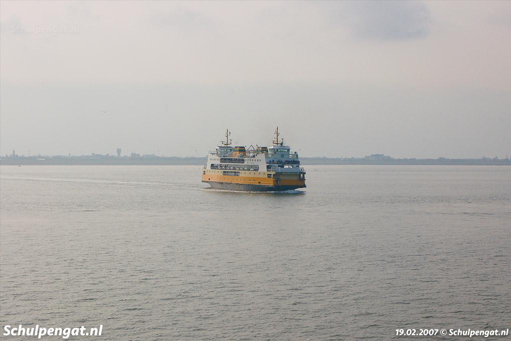 Amper 14 jaar na het in de vaart nemen van de Texelstroom kwam de hypermoderne ferry Molengat (1980) in de vaart