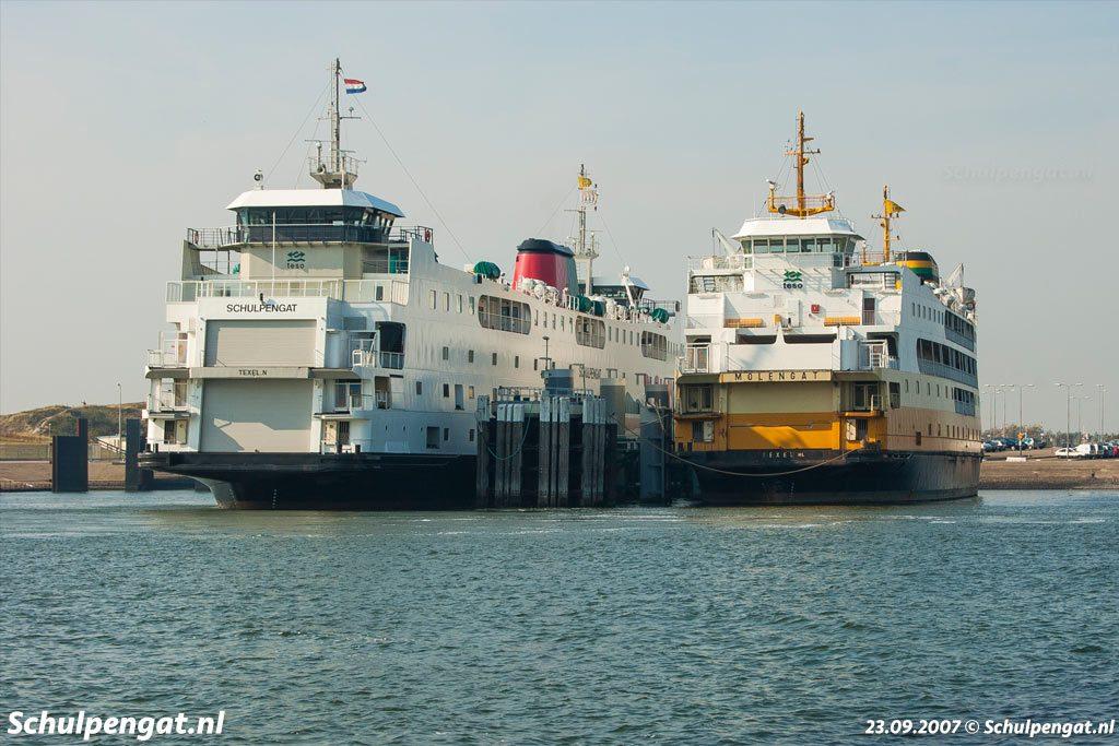 De eerste Texelse dubbeldeksveerboten Schulpengat en Molengat bij 't Horntje