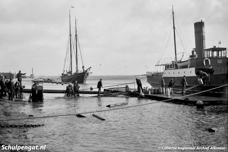 De Dageraad (1908) – In Den Helder bij extreem hoogwater